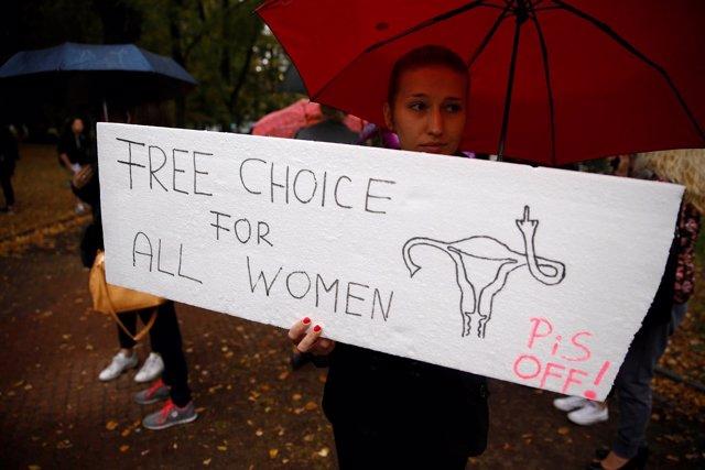 Protesta contra ilegalización del aborto en Polonia