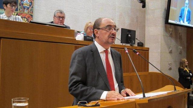 El presidente del Gobienro de Aragón, Javier Lambán, interviene en las Cortes
