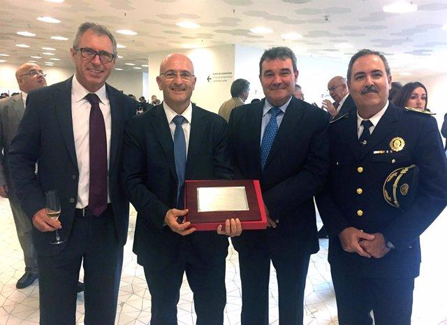 Distinción al segundo oficial de Protección del Puerto de Barcelona
