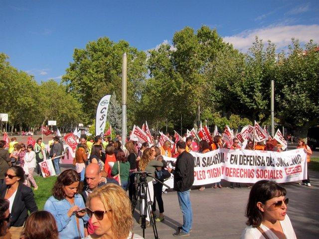 Trabajadores de telemarketing se manifiestan en Valladolid.