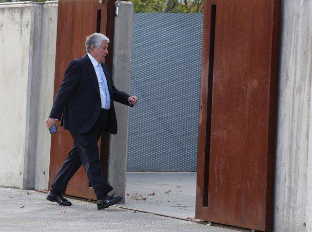 Arturo Fernández en el inicio del juicio de las tarjetas black