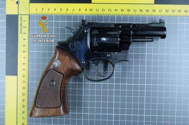 Arma intervenida en Adra