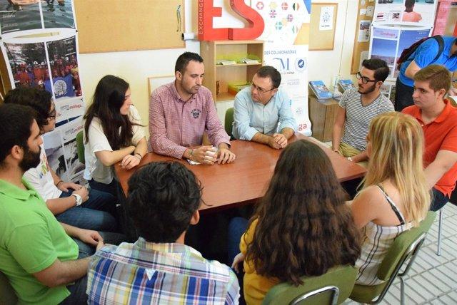 El secretario general del PSOE en el Congreso se reúne con los jóvenes heredia