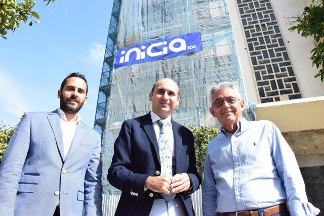 Pérez, Rajoy y Galvez frente a los antiguos cines Astoria y Victoria