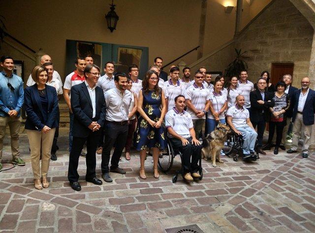 Mónica Oltra y Vicent Marzà con deportistas olímpicos y paralímpicos valencianos