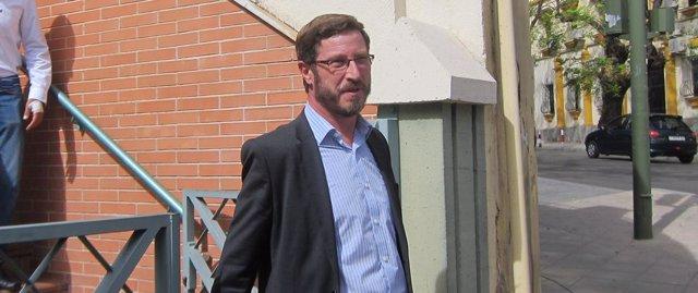 Miguel Contreras saliendo del juzgado tras prestar declaración
