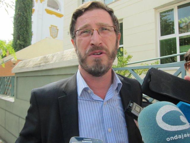 Contreras compareciendo ante los periodistas tras su salida del juzgado