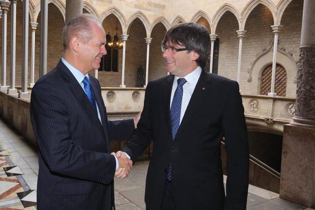 Carles Puigdemont y el embajador de Eslovaquia en España, Vladimir Grácz.