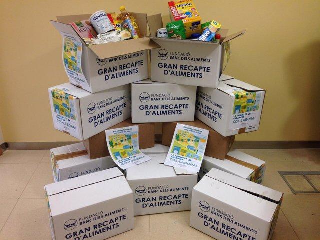 Cajas con comida para el Banc dels Aliments