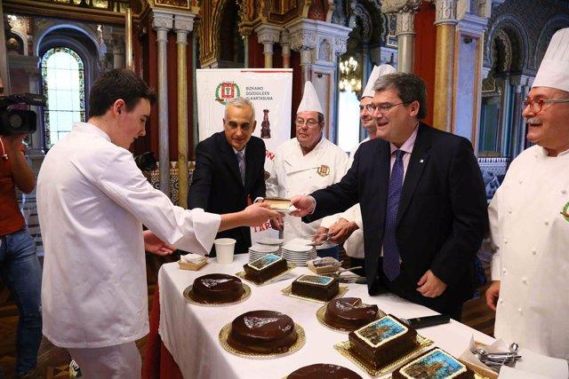 Aburto con el gremio de pasteleros de Bizkaia