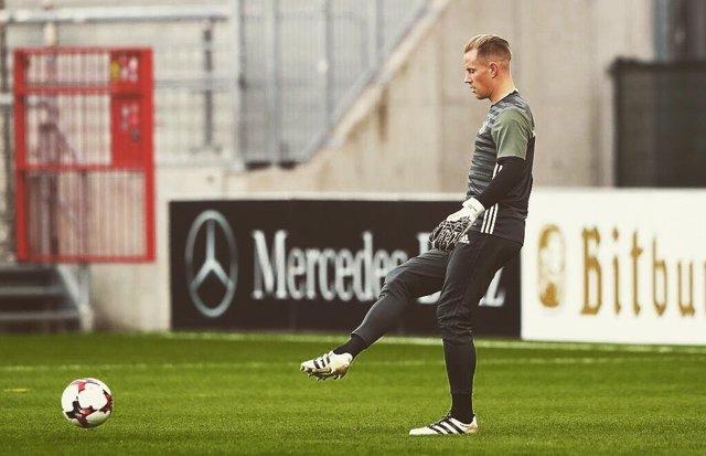 Ter Stegen entrenándose con la selección española