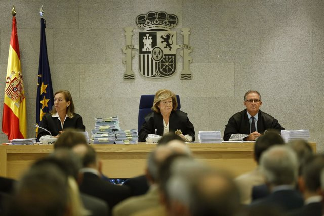 Tribunal del juicio por las tarjetas black, presidido por Ángela Murillo