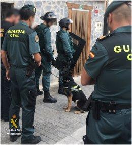Momento de entrada de la Guardia Civil para liberar a un secuestrado