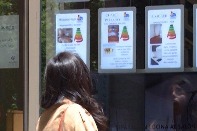 La compraventa de viviendas frena su subida en julio