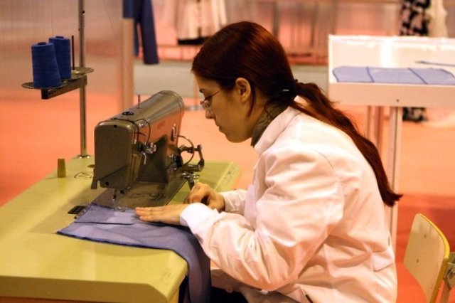 Una trabajadora en su puesto laboral