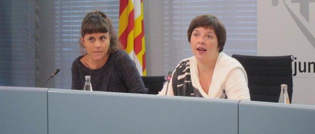 La teniente de alcalde Laia Ortiz y la concejal de la CUP Maria Rovira