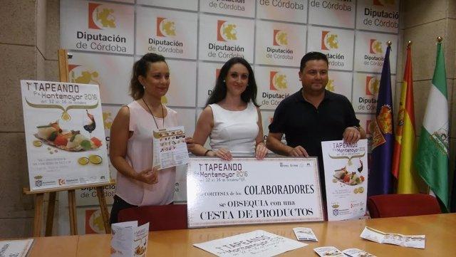 Gómez (centro), Guijarro y García presentan la ruta 'Tapeando Px Montemayor'