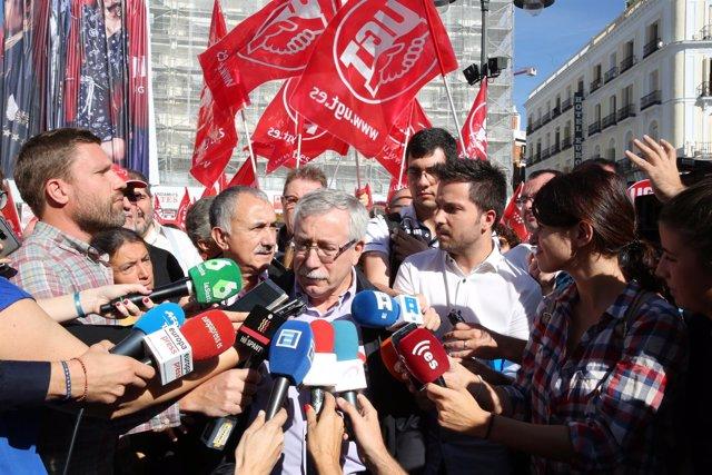 Ignacio Fernández Toxo y Pepe Álvarez en la Puerta del Sol de Madrid
