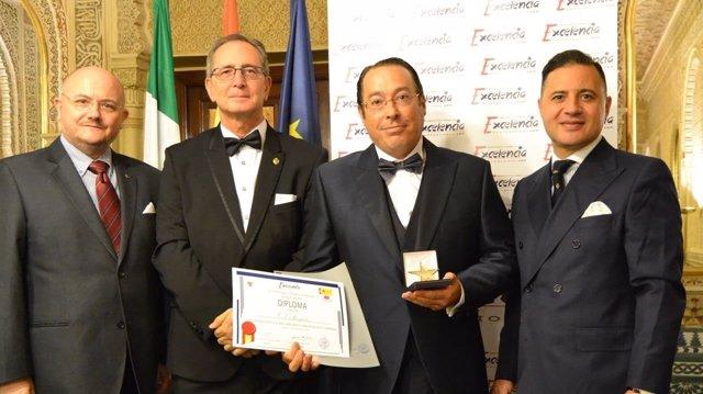 El abogado Carlos Sánchez recoge la Estrella de Oro a la Excelencia Profesional