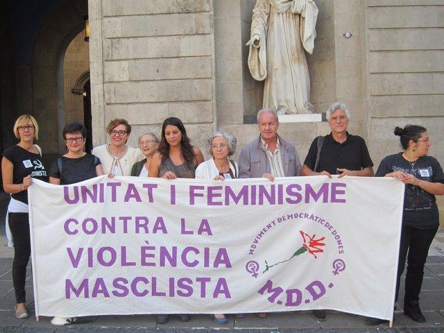 Miembros de la asociación Movimiento Democrático de Mujeres (MDM)