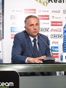 Rafael Gordillo Durante Una Rueda De Prensa