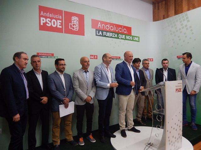 Conejo y Ruiz (centro), durante la rueda de prensa