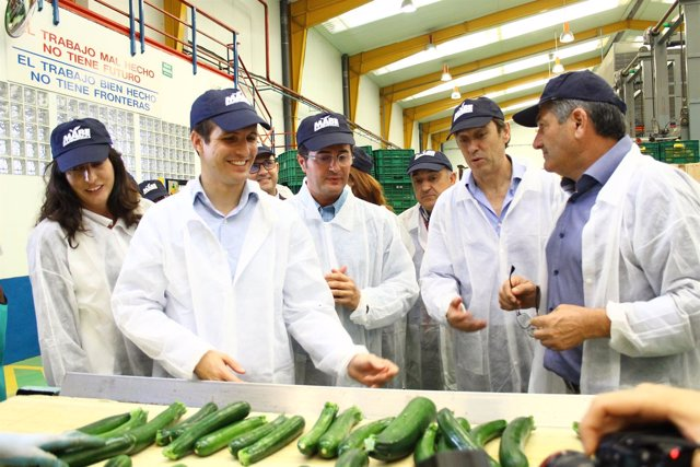 Dirigentes del PP visitan la cooperativa MABE