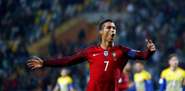 Cristiano Ronaldo celebra el póquer conseguido con la selección de Portugal