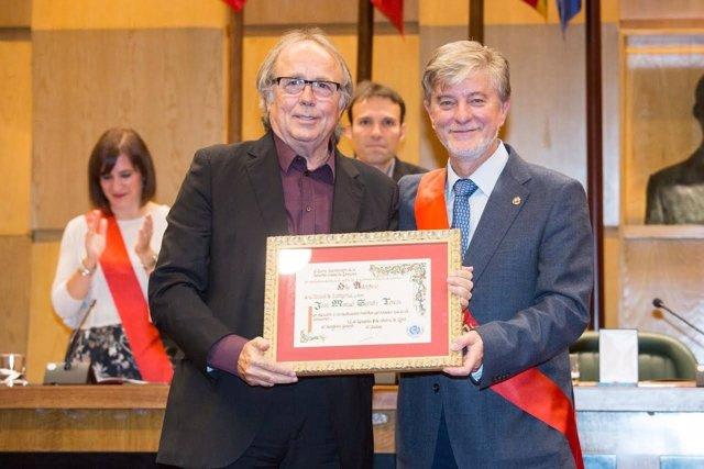 Joan Manuel Serrat recibe el título de Hijo Predilecto