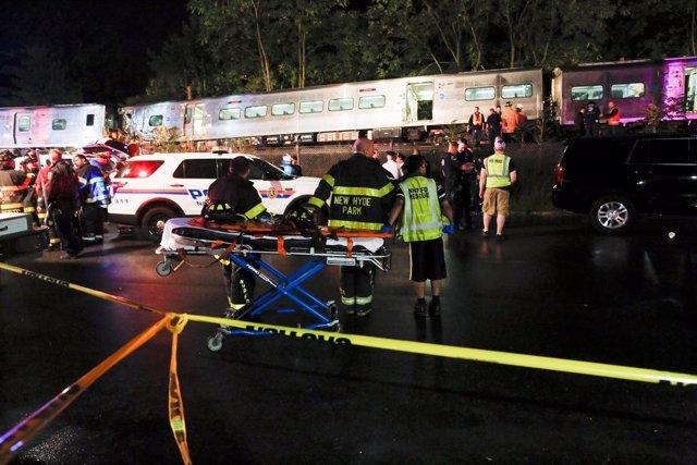 Nueva York, tren descarrila en Long Island
