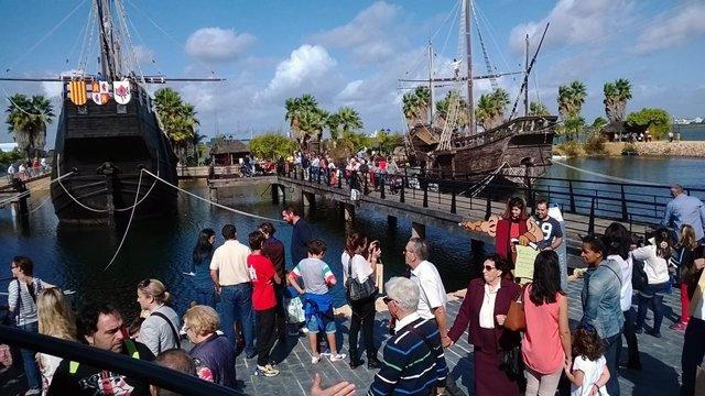 Nota Y Fotos Actividades En El Muelle De Las Carabelas El 12 De Octubre