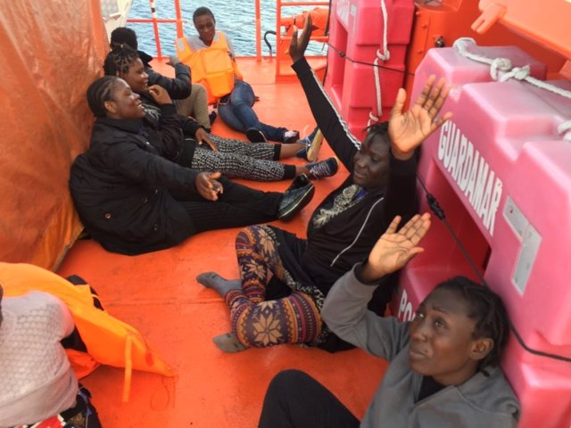 Inmigrantes rescatados de una patera