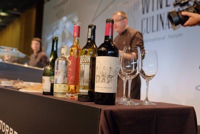 Botellas de vino en el III Wine & Culinary International Forum