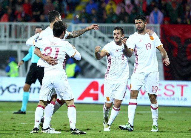 Diego Costa, Koke y Silva celebran un gol con la selección española (España)