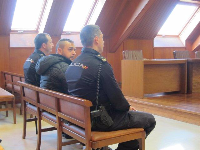 Acusado de intentar matar a su hermano con un cuchillo de cocina, en el juicio.