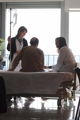 Cuidados Paliativos A Un Enfermo En Un Hospital