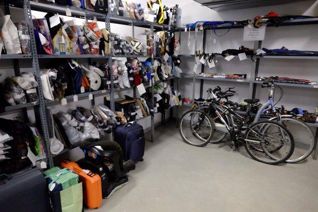Objetos perdidos bicicletas pertenencias olvidos oficina