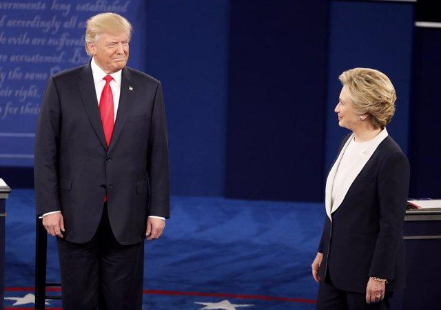 Clinton y Trump durante su segundo debate presidencial