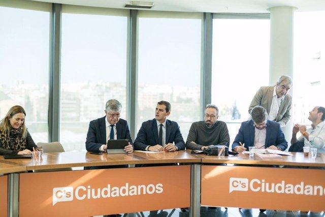 El presidente de Ciudadanos, Albert Rivera, y varios miembros de la Ejecutiva