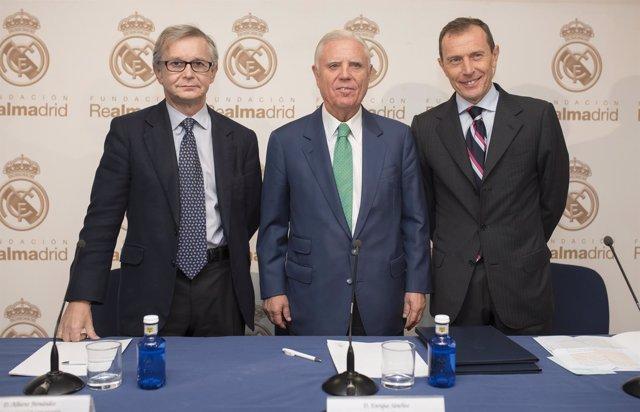 Alberto Fernández Torres,  Enrique Sánchez y Emilio Butragueño