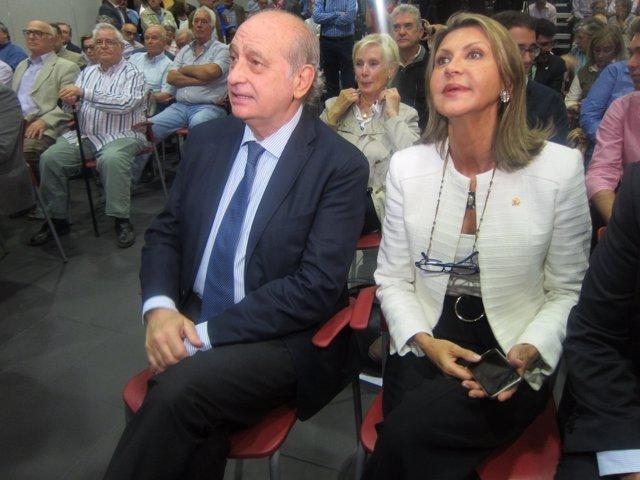 El ministro de Interior, J.F.Díaz, y la delegada Ll.De Luna.