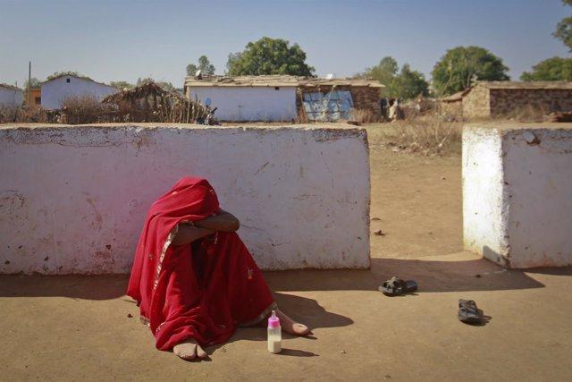 Una niña de 14 años se derrumba por los abusos de su marido en India