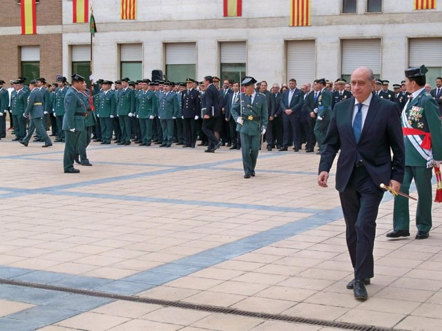 El ministro Jorge Fernández Díaz con la Guardia Civil