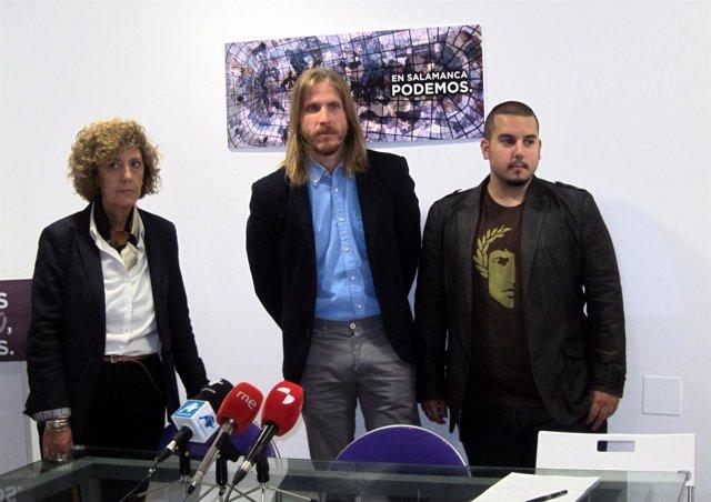 Fernández (centro) en la presentación de la I Escuela de Formación de Podemos.