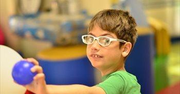 Educación cree que la mejor respuesta para Adrián es estar en un centro...