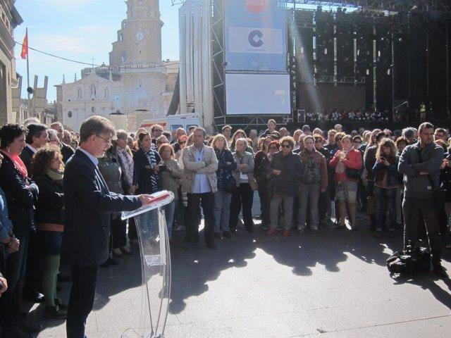 El alcalde de Zaragoza lee un manifiesto contra la violencia mechista