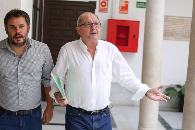 El número dos del PSOE-A, Juan Cornejo, llega a la rueda de prensa