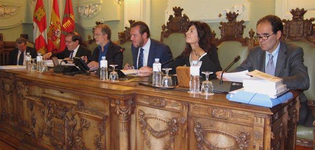 El alcalde de Valladolid, Óscar Puente, preside el Pleno del Ayuntamiento
