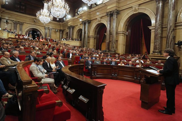 El presidente de la Generalitat, Carles Puigdemont, en el Parlament