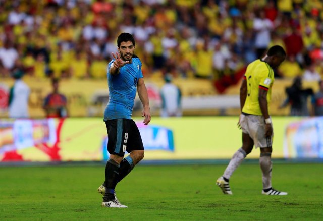 Luis Suárez celebra su gol contra Colombia en la fase de clasificación Mundial